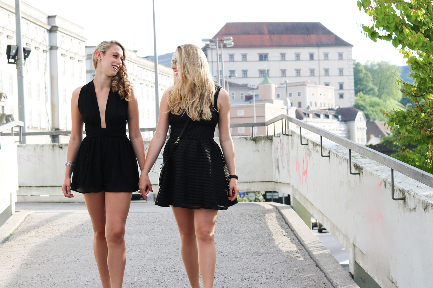 Bits and Bobs by Eva, Blog, Austrian Blog, Österreichische Blog, lovedailydose, your daily treat, fashion, beauty, food, interior, fitness, new, bitsandbobsbyeva.com, travel, spring, Frühling, Juni, chic summer party, summer party outfit, outfit of the night, little black dress, ein hoch auf unsere freundschaft, best friends, kathi, happy girls, douglas