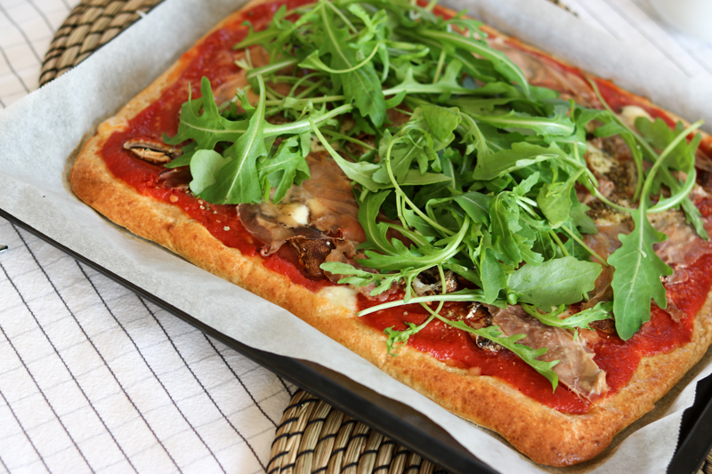 Bits and Bobs by Eva, Blog, Austrian Blog, Österreich blog, österreichische blogger, lifestyle blog, lifestyle, fashion, food, fitness, travel, inspiration, lovedailydose, the daily dose, bitsandbobsbyeva, bits and bobs, blog, blogger, deutsche blogger, german blogger, österreich, linz, wien, vienna, blonde girl, instagram blog, healthy pizza, gesunde pizza mit magertopfen, magertopfen pizza, gesundes fast food, fast foo, healthy recipe, gesundes rezept, magertopfen, pizza rezept, pizza, österreichsiche pizza, rucola, prosciutto