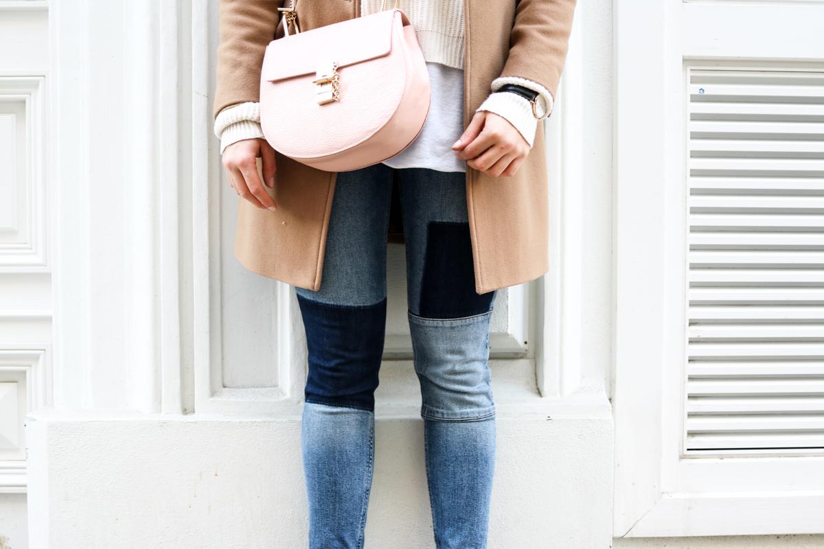 Outfit: Patchwork Jeans & Camel Coat