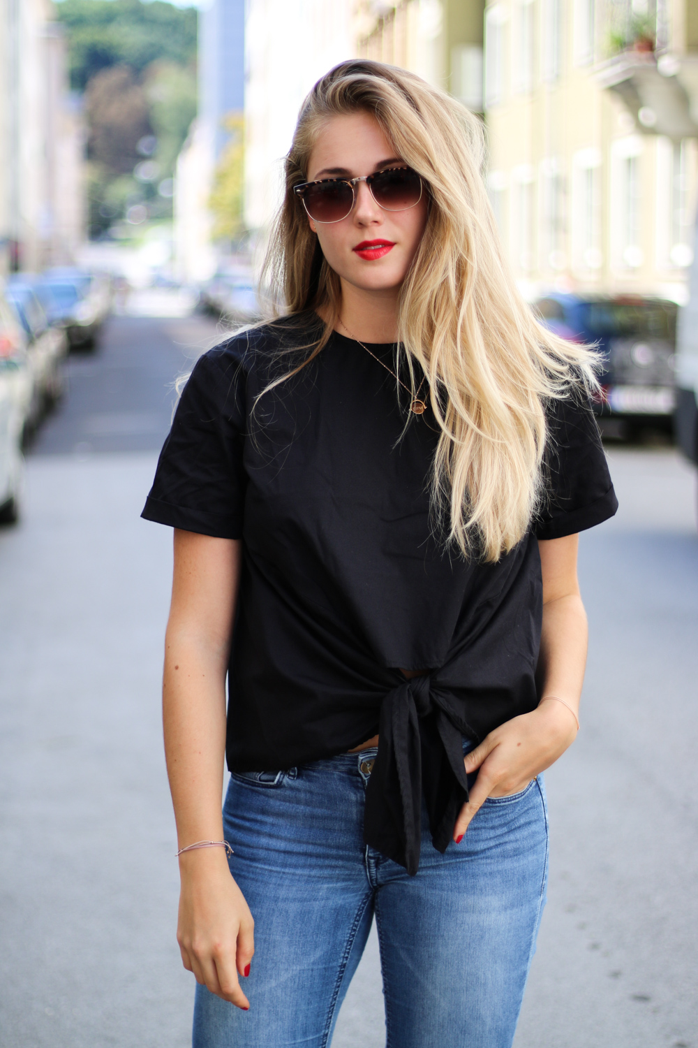 Outfit: Knotted Blouse and Black Slippers auf Bits and Bobs by Eva