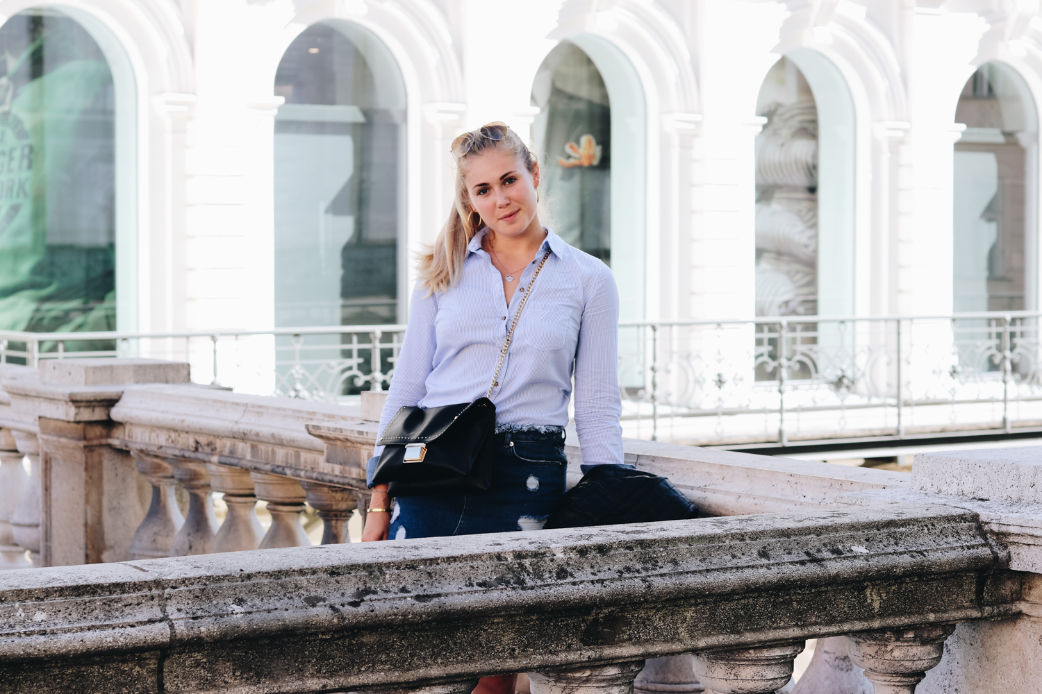 Outfit: Jeansrock & Button-Up Shirt