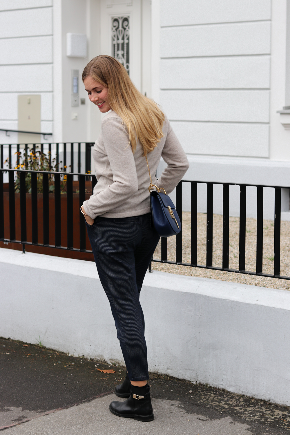 Outfit: Jogginghose & Cashmere in the City auf dem Lifestyle Blog Bits and Bobs by Eva