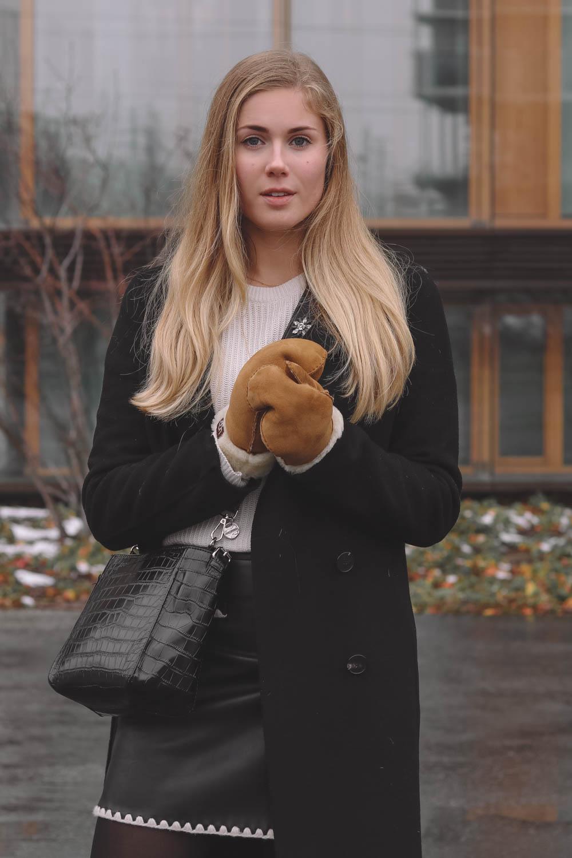 Outfit: Beauty Tights & Lederrock auf dem österreichischen Lifestyle Blog Bits and Bobs by Eva. Mehr Fashion Posts auf www.bitsandbobsbyeva.com