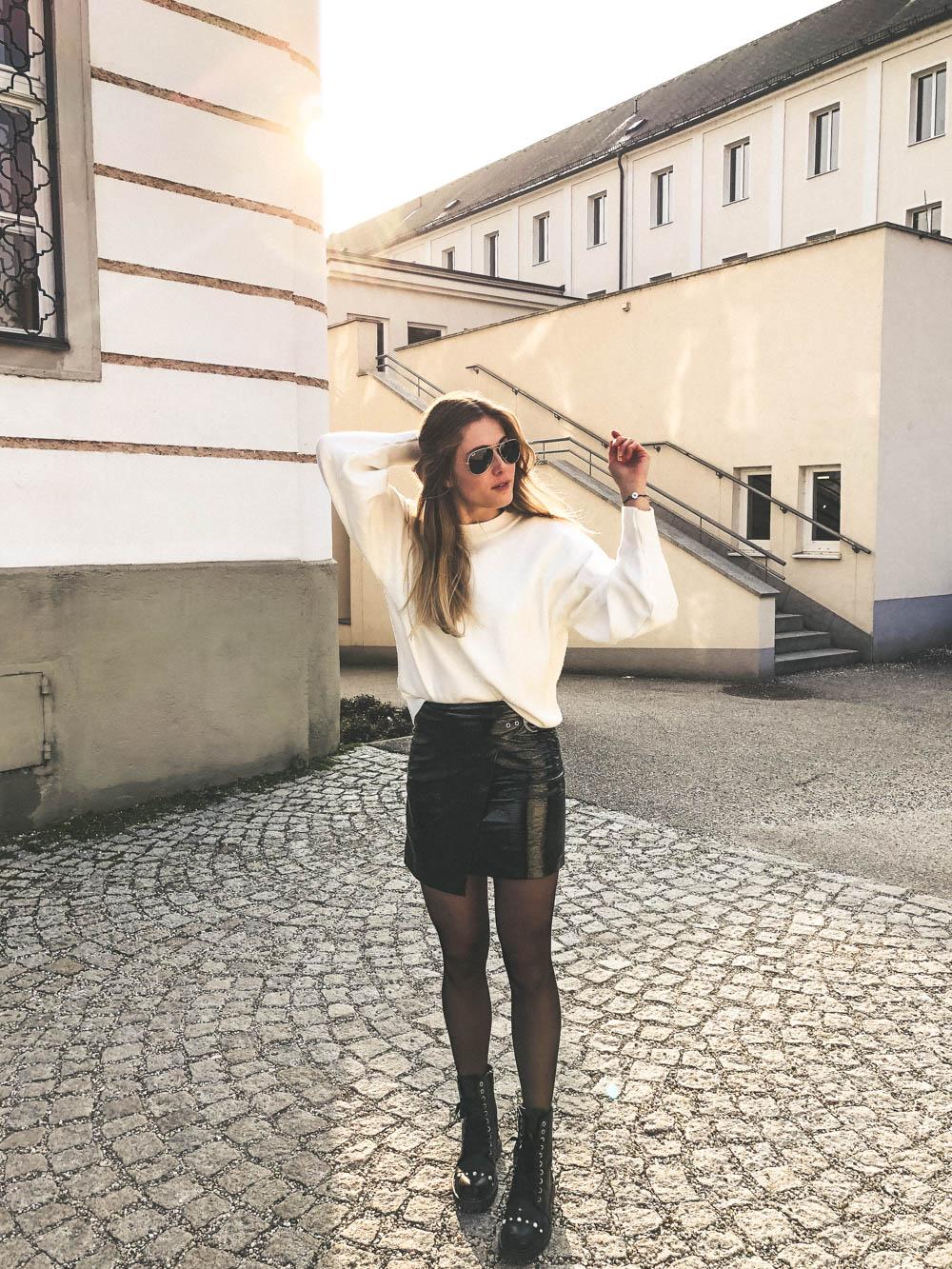 Outfit: PVC Rock & Oversized Sweater auf dem österreichischen Lifestyle Blog Bits and Bobs by Eva. Mehr Fashion auf www.bitsandbobsbyeva.com