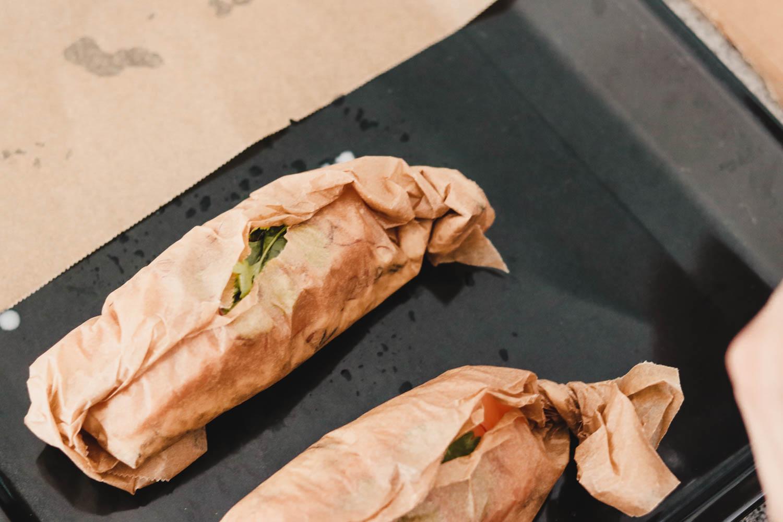 Lachs mit Kokos-Wildreis im Backpapier auf dem österreichischen Lifestyle Blog Bits and Bobs by Eva. Mehr Rezepte und Food auf www.bitsandbobsbyeva.com