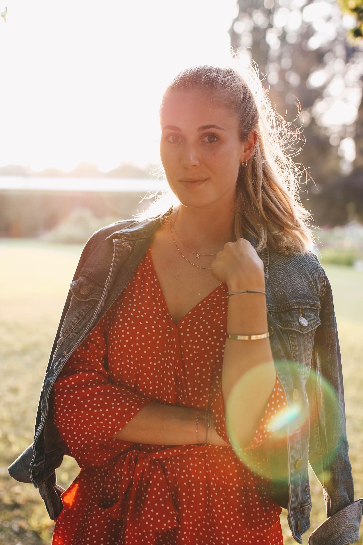 Outfit: Wrap Playsuit mit Punkten auf dem österr Lifestyle Blog Bits and Bobs by Eva. Mehr Fashion auf www.bitsandbobsbyeva.com