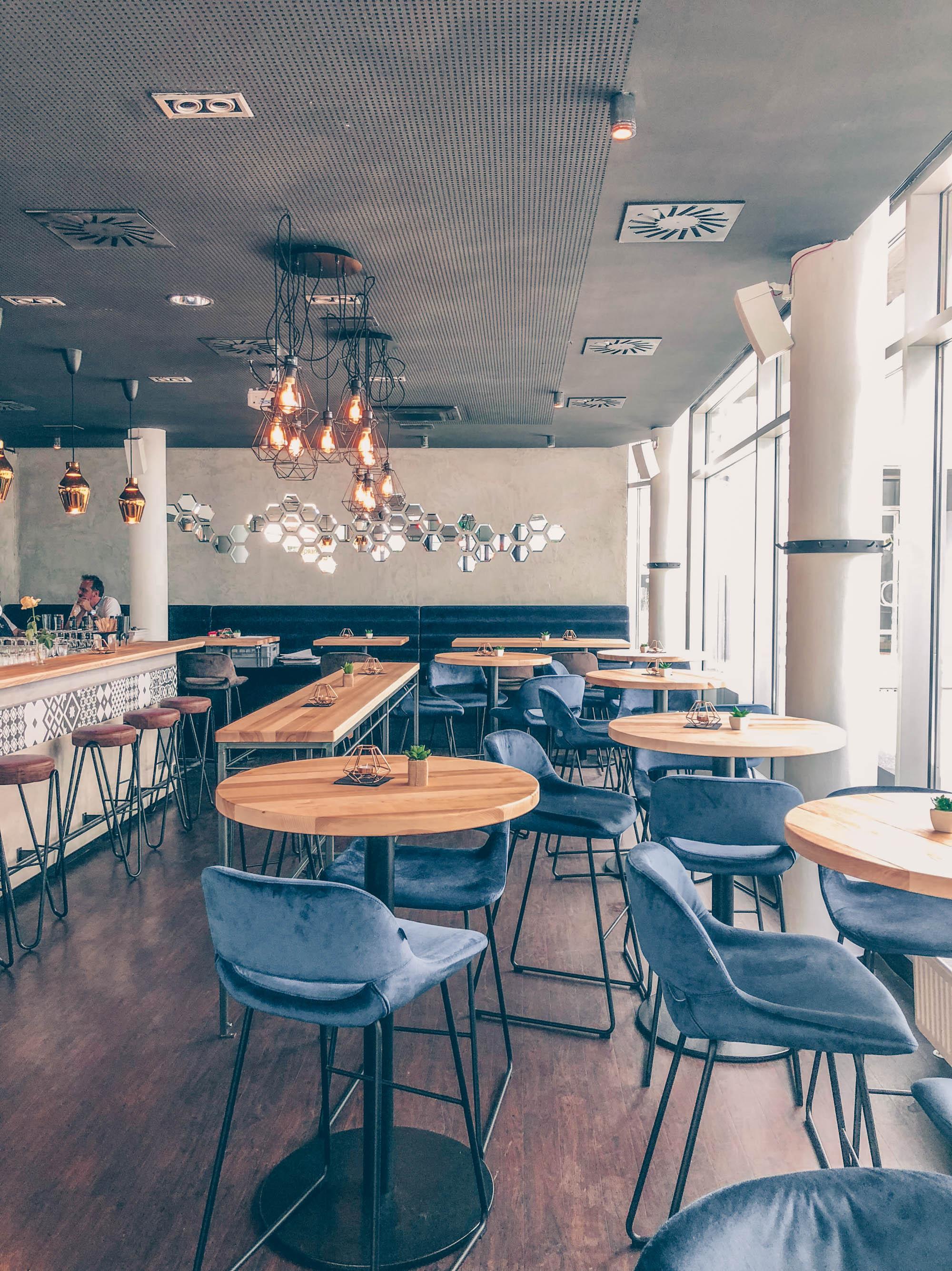 Linz: 2 Raum Restaurant | Bar | Café auf dme österreichsichen Lifestyle Blog Bits and Bobs by Eva. Mehr Lokale und Food Spots auf www.bitsandbobsbyeva.com