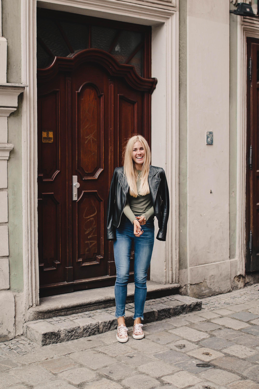Outfit: Rippstrick Shirt Matt Grün auf dem österreichischen Lifestyle Blog Bits and Bobs by Eva. Mehr Fashion Looks auf www.bitsandbobsbyeva.com