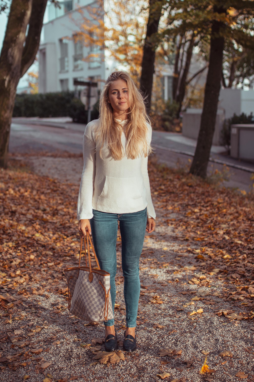 Outfit: Sam Edelman vs. Gucci Loafer auf dem österreichsichen Lifestyle Blog Bits and Bobs by Eva. Mehr zu Loraine Bit Loafer auf www.bitsandbobsbyeva.com