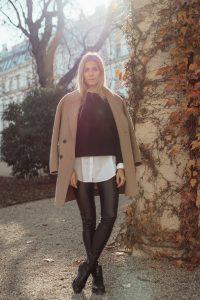 Outfit: Camel Coat & Black Basics auf dem österreichischen Lifestyle Blog Bits and Bobs by Eva. Mehr Fashion & Black Friday Looks auf bitsandbobsbyeva.com