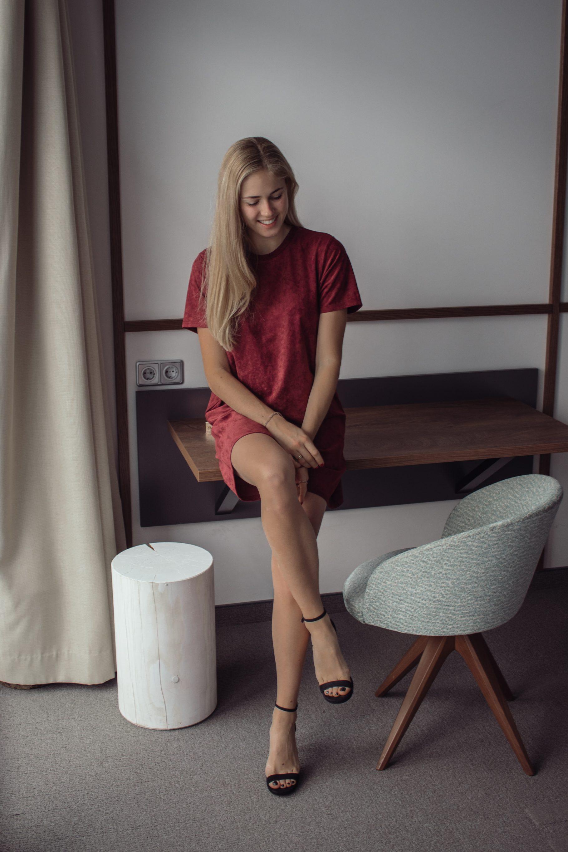 Outfit: Weihnachtsoutfit | Kleid in Wildlederoptik auf dem österreichischen Lifestyle Blog Bits and Bobs by Eva. Mehr Looks auf www.bitsandbobsbyeva.com