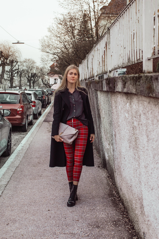 Outfit: Karierte Leggings mit Reißverschluss auf dme österreichischen Lifestyle Blog Bits and Bobs by Eva. Mehr Fashion auf www.bitsandbobsbyeva.com