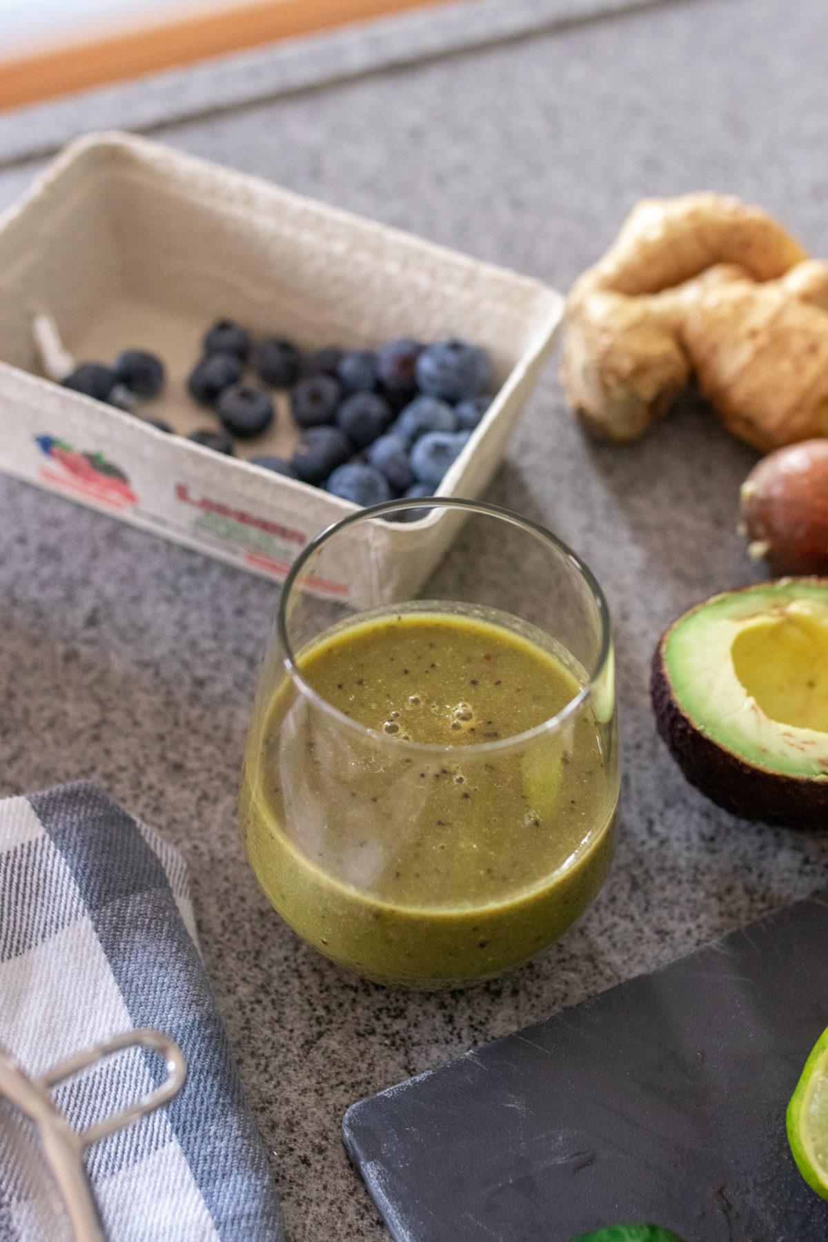 Get-Well-Soon Smoothie Rezept auf dem österreichischen Lifestyle Blog Bits and Bobs by Eva. Mehr gesunde Drinks auf www.bitsandbobsbyeva.com