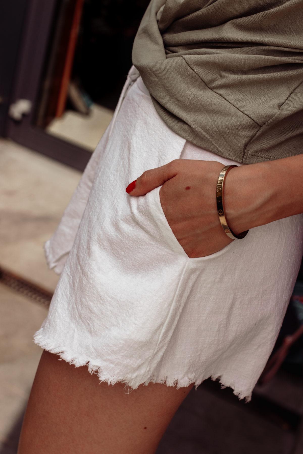 Outfit: Front Knot Top Mattgrün auf dem österreichischen Lifestyle Blog Bits and Bobs by Eva. Mehr Fashion auf www.bitsandbiobsbyeva.com