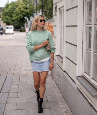 BLOG YOUR SYTLE: Röcke herbstlich stylen auf dem österreichischen Lifestyle Blog Bits and Bobs by Eva. Mehr Fashion auf www.bitsandbobsbyeva.com, Zara Pullover, Gina Trikot Jeans Rock, Zara Boots, Ray Ban Aviator