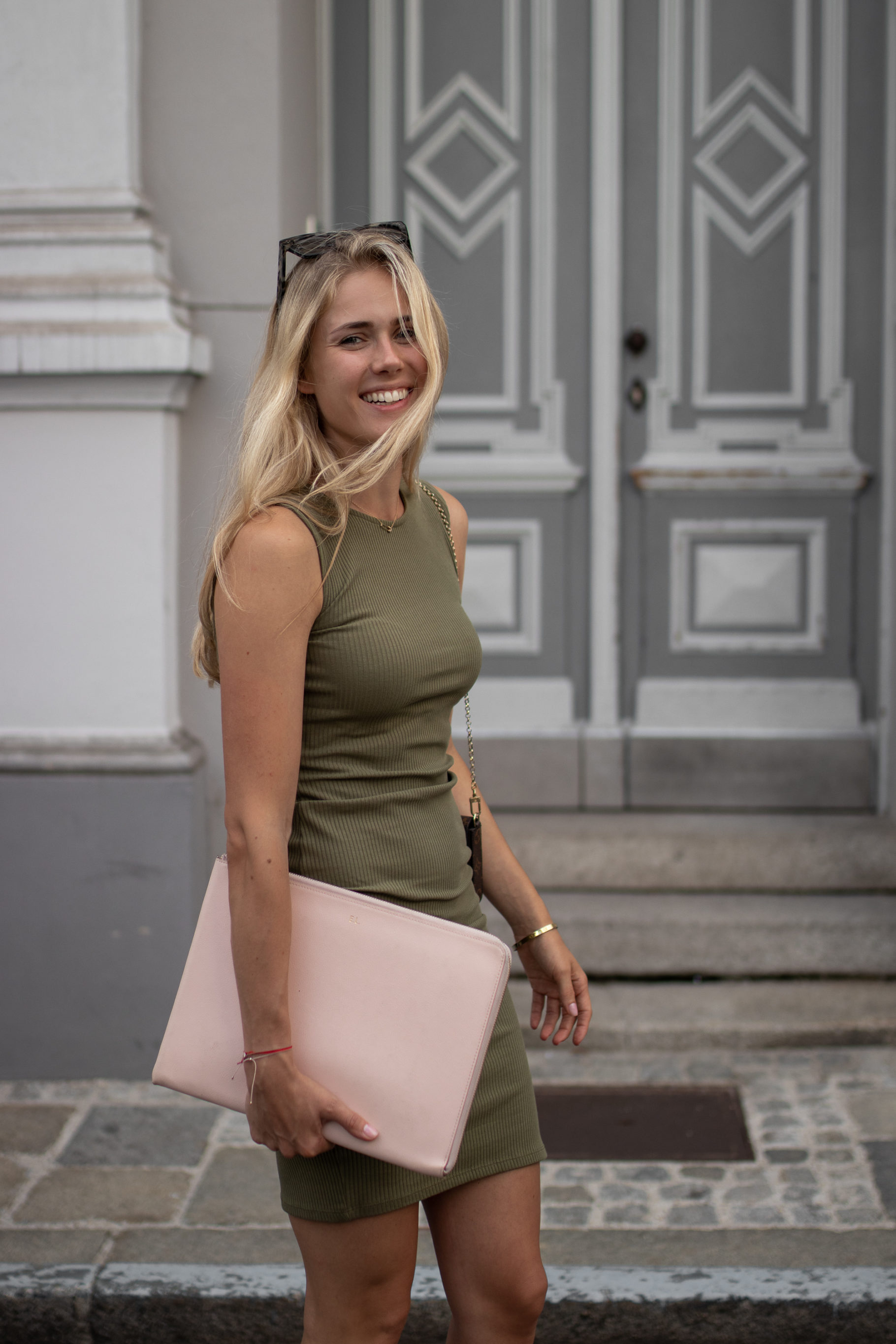 Outfit: Geripptes Jersey Kleid