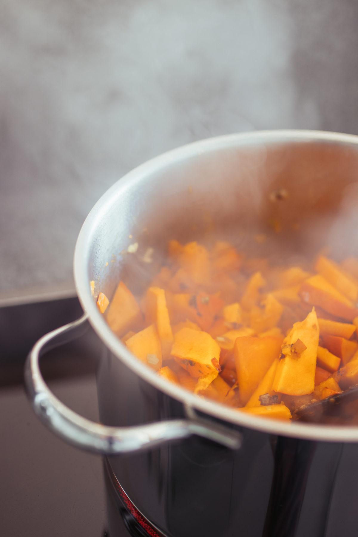 Rezept: Kürbissuppe auf dem österreichischen Lifestyle Blog Bits and Bobs by Eva. Mehr healthy Food auf www.bitsandbobsbyeva.com