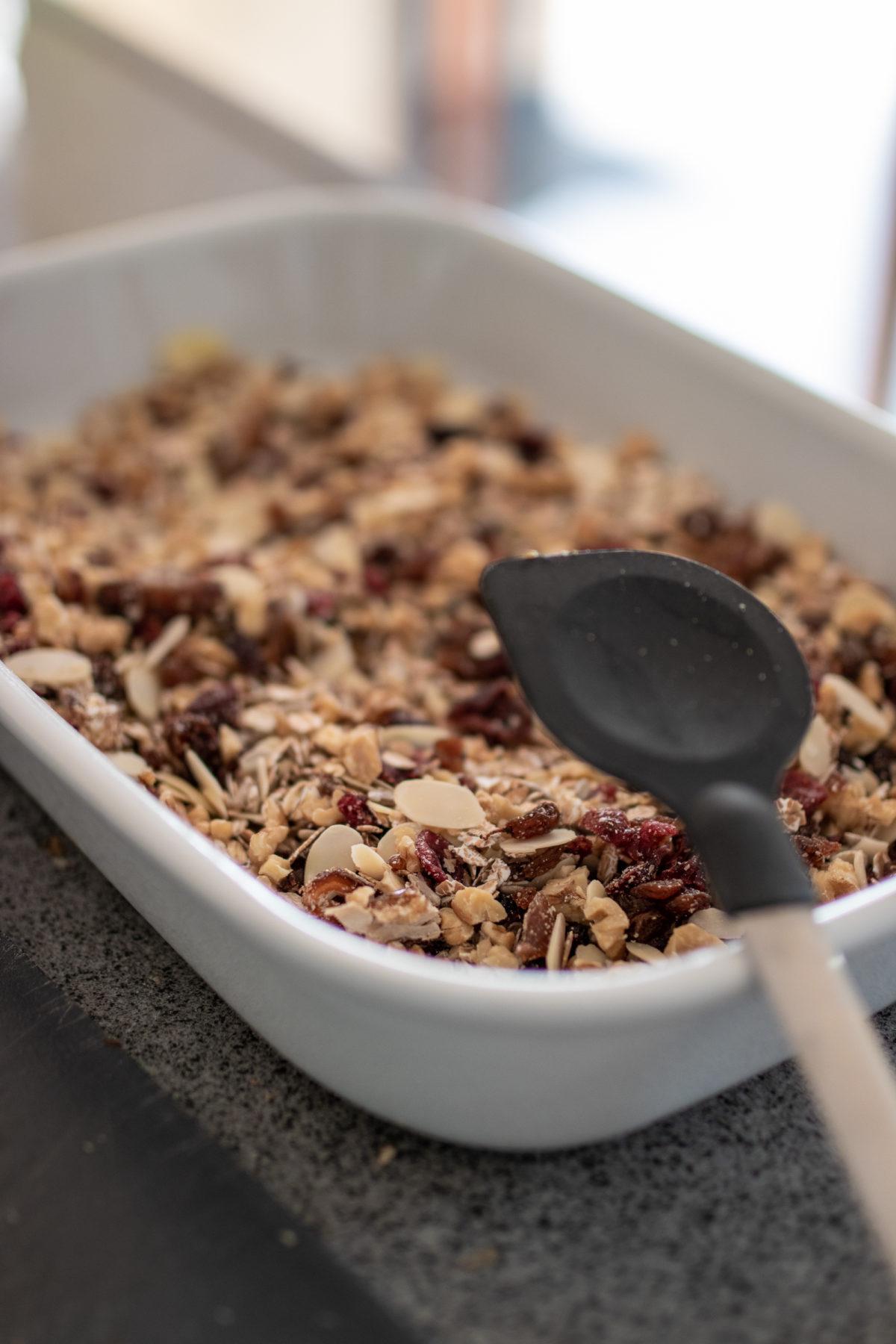 Müsli, Rezept: Selbstgemachtes Granola auf dem österreichischen Lifestyle Blog Bits and Bobs by Eva. Mehr Food auf www.bitsandbobsbyeva.com