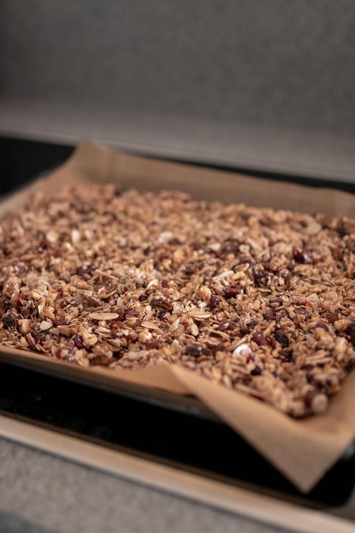 Homemade Granola, Rezept: Selbstgemachtes Granola auf dem österreichischen Lifestyle Blog Bits and Bobs by Eva. Mehr Food auf www.bitsandbobsbyeva.com