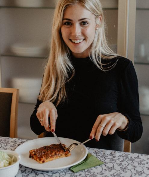 Polenta Pizza mit Gemüseragout auf dem österreichischen Lifestyle Blog Bits and Bobs by Eva. Mehr Rezepte auf www.bitsandbobsbyeva.com