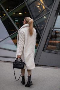 BLOG YOUR STYLE: Teddy Mäntel auf dem österreichischen Lifestyle Blog Bits and Bobs by Eva. Mehr Winter Looks auf www.bitsandbobsbyeva.com