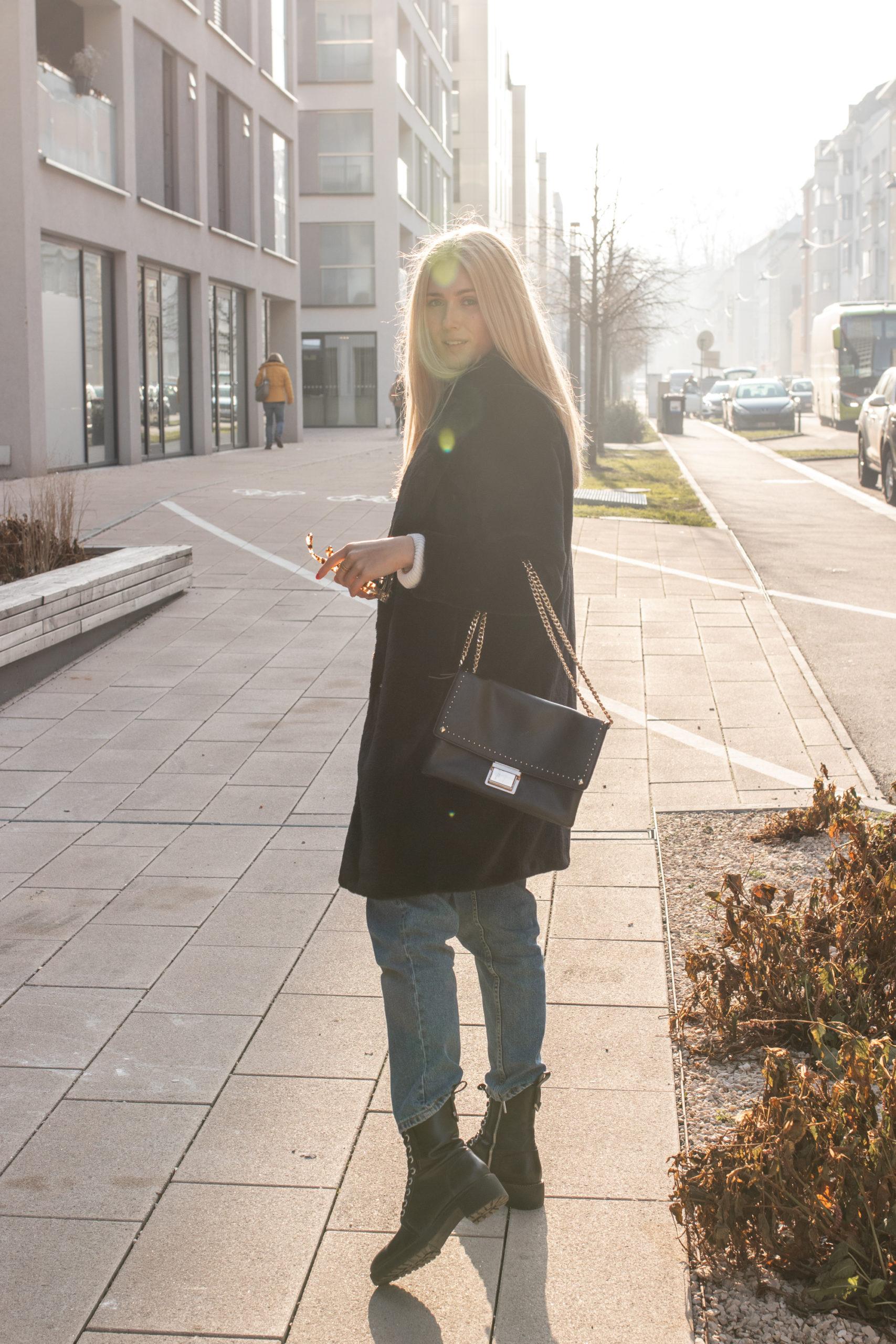 Outfit: Schwarzer Teddy Coat auf dem österreichischen Lifestyle Blog Bits and Bobs by Eva. Mehr Looks auf www.bitsandbobsbyeva.com