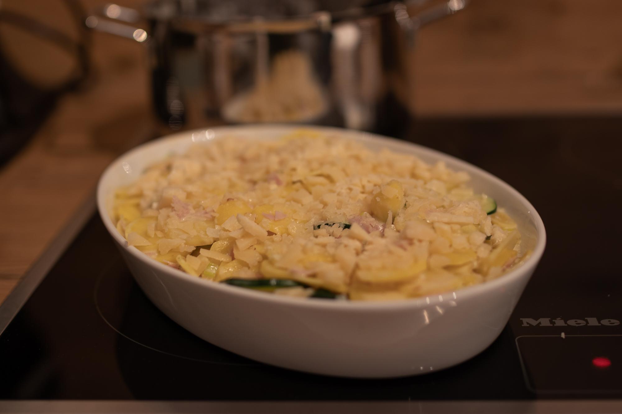 Rezept: Zucchini-Kartoffel Gratin auf dem österreichischen Lifestyle Blog Bits and Bobs by Eva. Mehr Food auf www.bitsandbobsbyeva.com