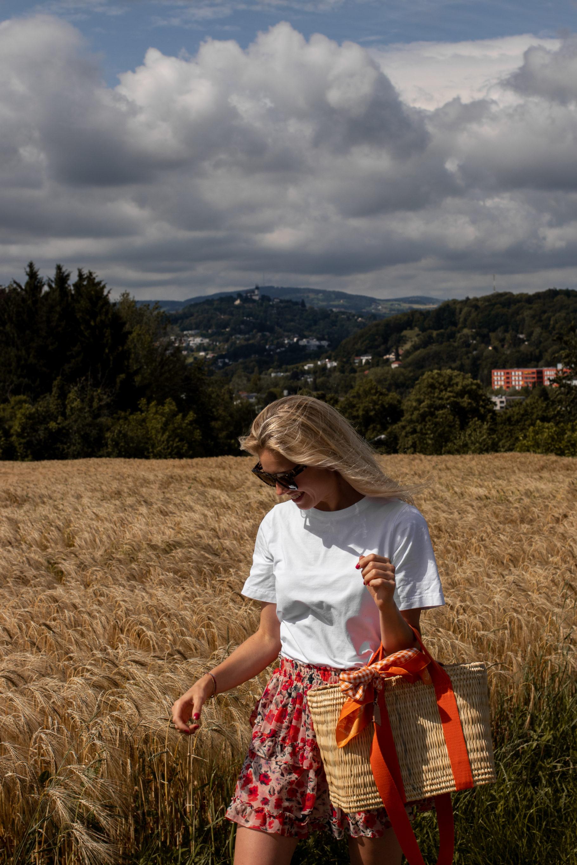 Outfit: Frühsommer im Blumenrock auf dem österreichsichen Lifestyle Blog Bits and Bobs by Eva. Mehr Looks auf www.bitsandbobsbyeva.com