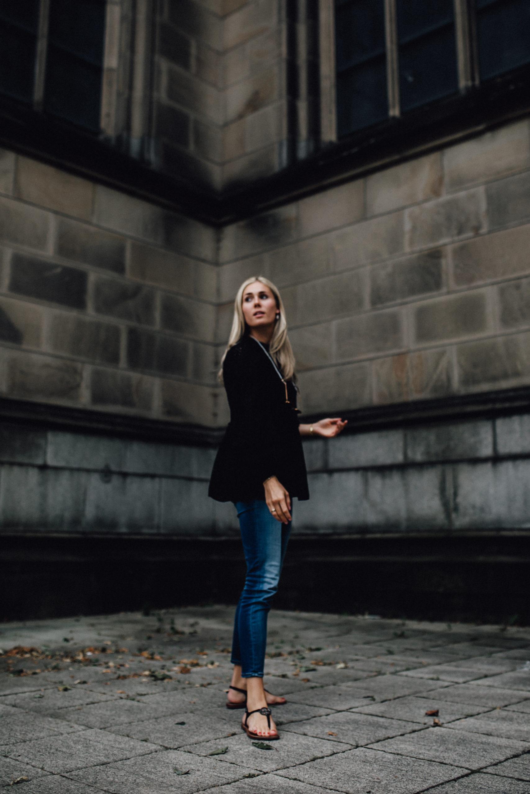 Outfit: Lady in Black auf dem österreichischen Lifestyle Blog Bits and Bobs by Eva. Mehr Fashion auf www.bitsandbobsbyeva.com
